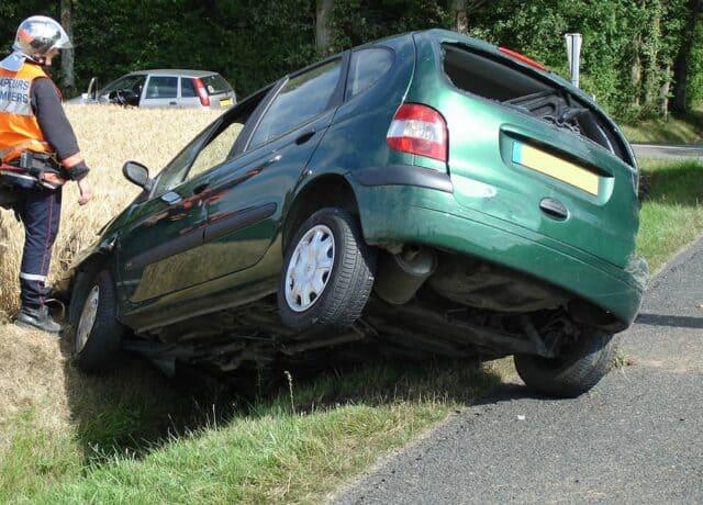 Auto in de berm