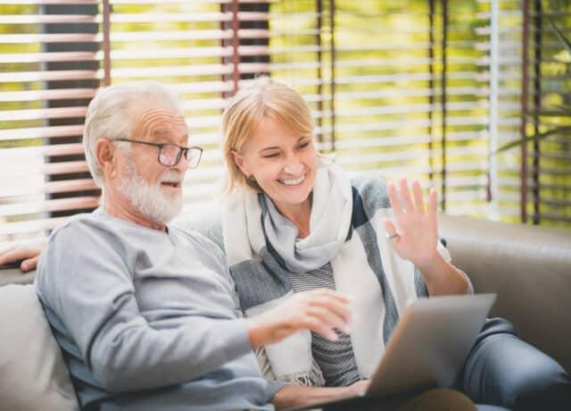 Man en vrouw webcam laptop