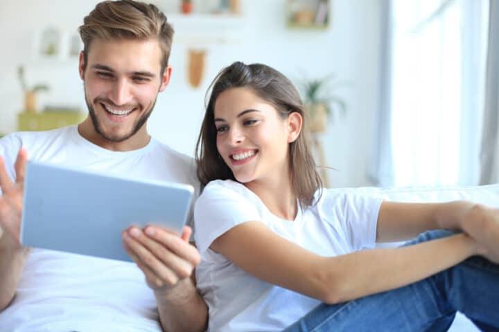 Koppel bekijkt mogelijkheden betalen eerste woning