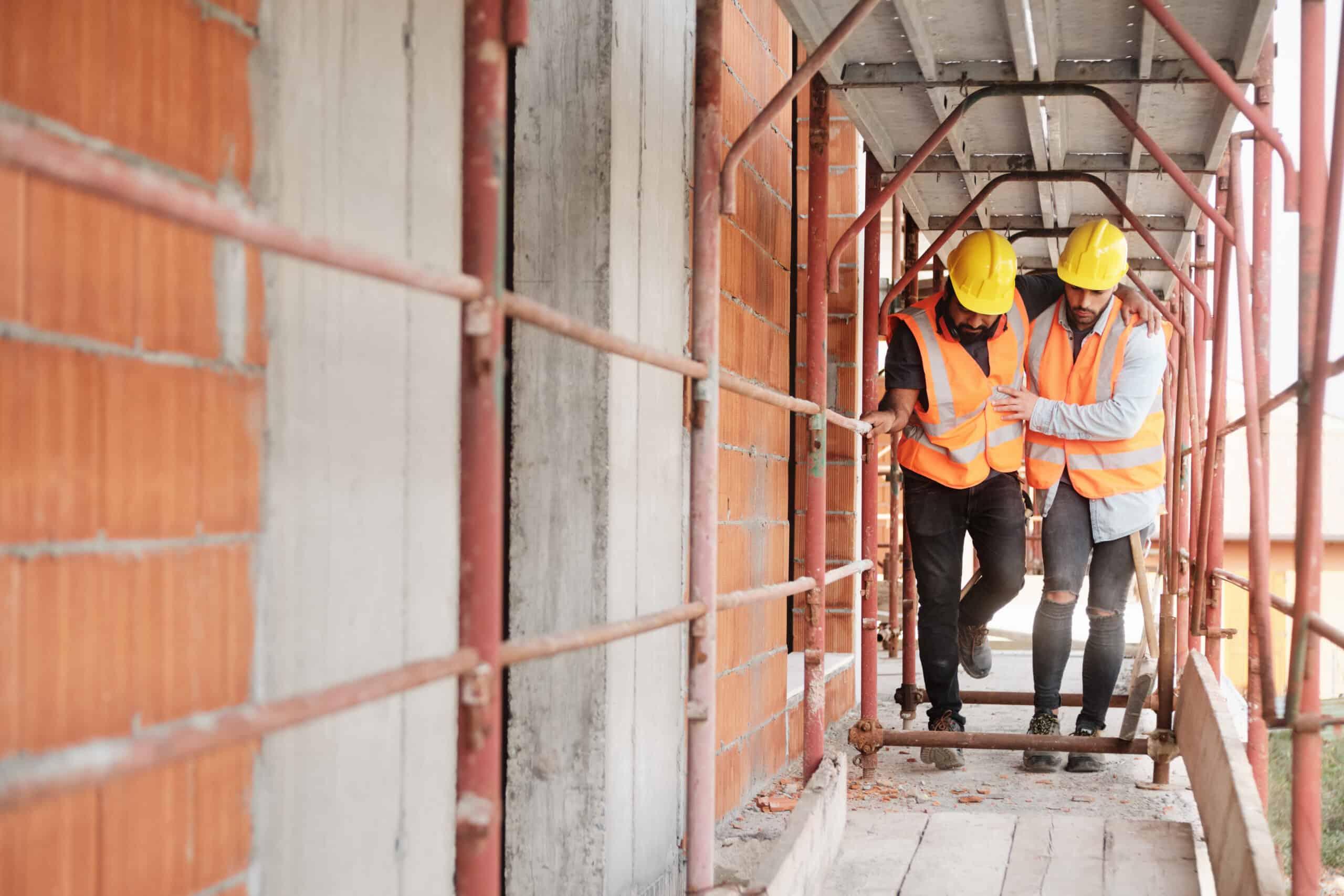 Jonge man raakt arbeidsongeschikt op bouwplaats